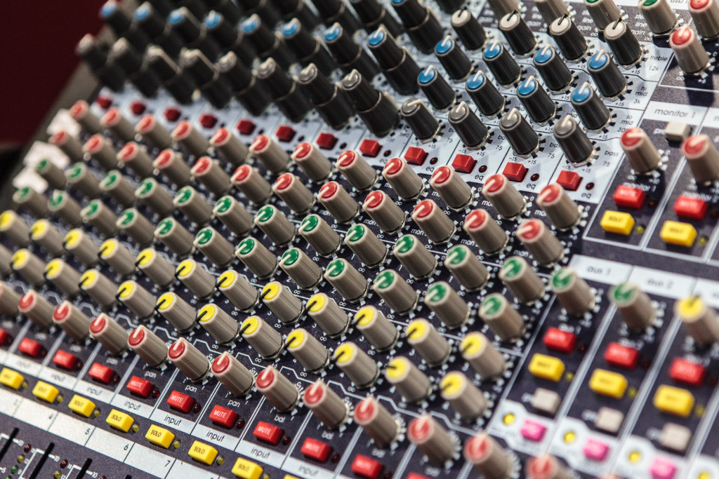 GBV_ENU_Music School Mixing Desk Knobs_Web